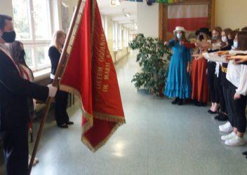 Ślubowanie klas pierwszych w 110 rocznicę śmierci Patronki szkoły